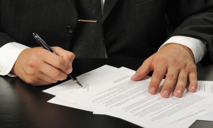 Giám đốc ký thay Phó Giám đốc có được không