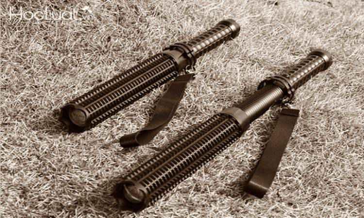 Đèn pin tự vệ là vũ khí hay công cụ hỗ trợ