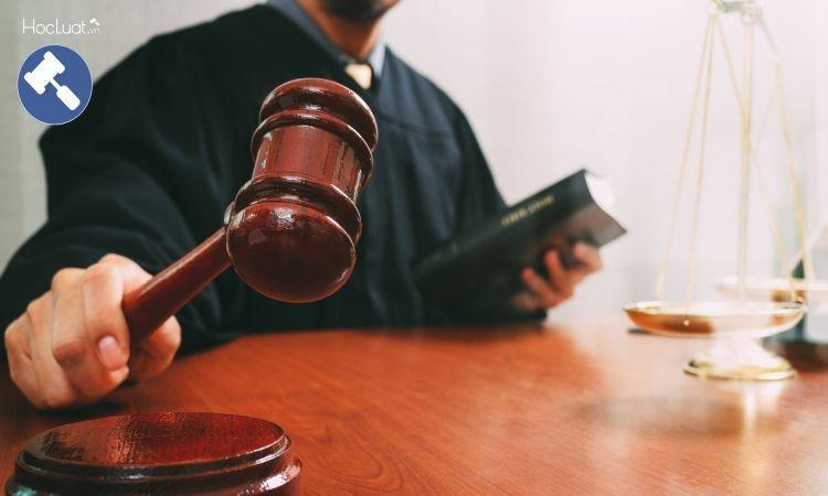 Thẩm phán